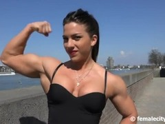Amazing muscle girl Thumb