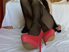 Footjob in pantyhose without panties Thumb